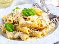 Ригатони (макарони) паста със сос от 4 вида сирена - синьо, Камамбер, Пармезан и Корсика (овче)